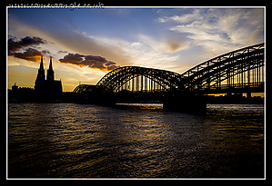 Hohenzollern_Bridge_Sunset.jpg