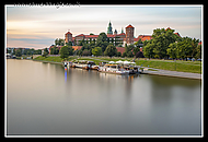 Wawel_Castle_on_Vistual_River.jpg