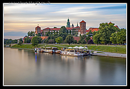 Wawel_Castle_on_the_Vistual_River.jpg